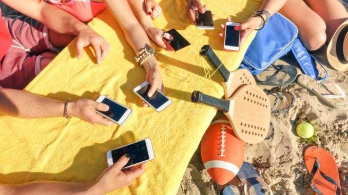 smartphones beach