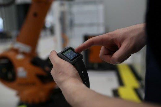 aucobo produziert Industrie-Smartwatches, die in der Industrie die Arbeit erleichtern sollen.