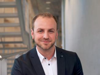 Trends wie KI, digitale Zwillinge und Flexibilisierung von Prozessen verändern die Arbeitsweise nachhaltig. Das Fraunhofer IAO bietet Industrieunternehmen einen neuen Innovationsverbund. Im Interview mit mz erklärt Dipl.-Ing. Nikolas Zimmermann, was es damit auf sich hat.